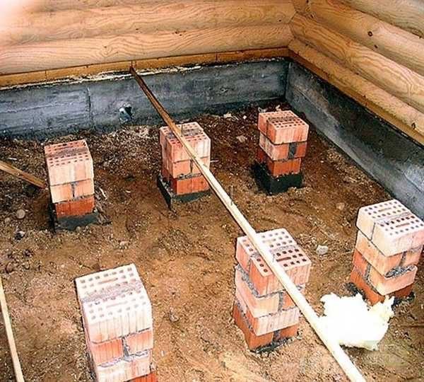 Быстрее можно сделать с использованием бетонных блоков, валунов подходящего размера, или даже просмоленных чурбаков