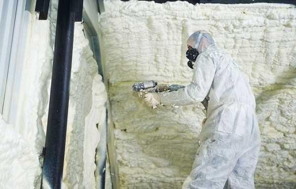 Вспененный полиуретан требует для нанесения специального оборудования