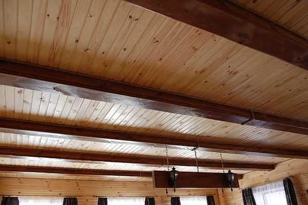 Один из вариантов панельного потолка