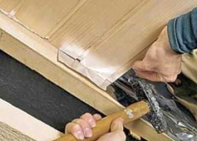 Потайной способ крепления - гвозди или саморезы забивают в гребень или паз