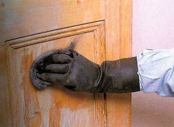 С любыми химически активными препаратами лучше работать в перчатках