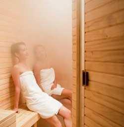 В русской бане пар может вести себя по-разному. В зависимости от его состояния и подбирается высота потолка в парилке
