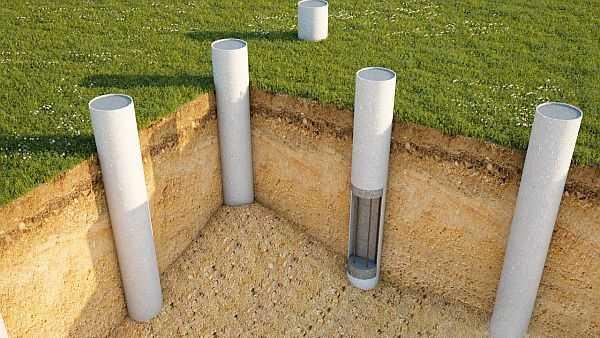 Свайный фундамент под террасу из дерева имеет не очень высокую стоимость и трудоемкость