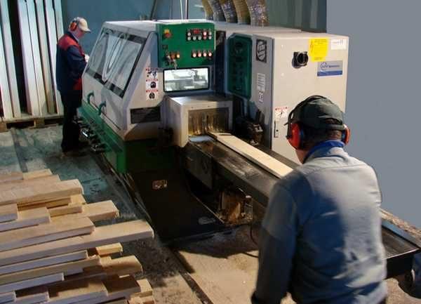 Вагонку изготавливают на станках - ручная обработка возможна, но только в очень ограниченных количествах