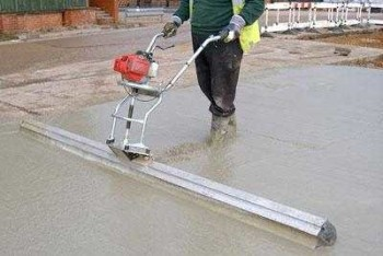 Один из вариантов поверхностного бетонного вибратора