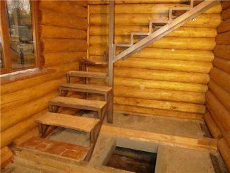 Г-образные лестницы проще вписать в небольших по размерах помещениях в бане