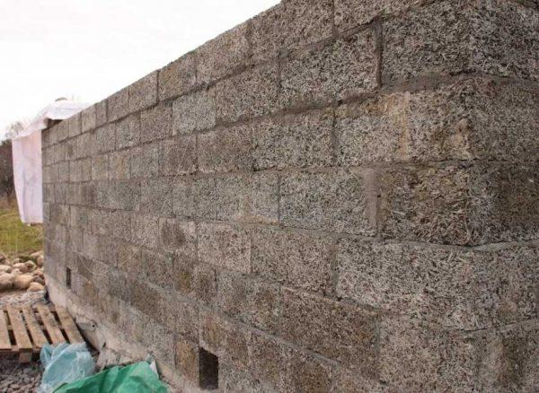 Процесс возведения стен из арболита