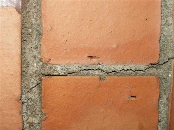Трещины в швах появляются из-за воздействия высоких температур